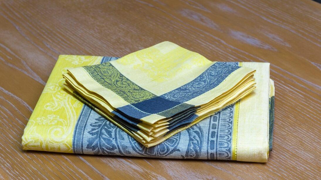 serviettes en lin à ourlet